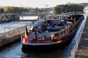 AMPHIRA & QUERIDA transportent 2382 tonnes de charbon entre Rotterdam et Givet.  ALYCIA reveint de Givet avec 1195 t. de concassé à destination de Niel.
