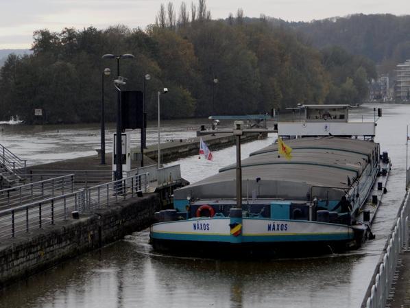 Le Meuse-Ardennes rejoint Dinant et la darse de Bouvignes pour son hivernage. NAXOS revient de Givet avec 1005t. de luzerne à destination de Gand. - TOGETHER (B) Bleharies (Ledeberg 1956 - ex.Johan)