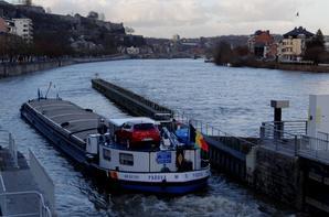 Après une nuit un peu agitée coté régulation barrage... DC MOSA 2 et PADOVA clôturent la semaine sur la Haute-Meuse en régime crue pour la navigation.