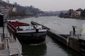 Croisement sur la Haute-Meuse des DC MOSA 2 et PLAY BOY avec les NAUTIEK et SATANAS, ces derniers de retour de Givet, le 1er avec du colza, le second avec de l'orge, à destination d'Anvers.