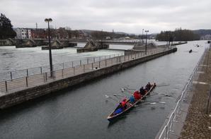 Des allemands effectuent une régate à l'aviron entre Dinant (cumulée 19969) et Huy (cumulée 82330), les samedi 21 et dimanche 22 mars 2015.