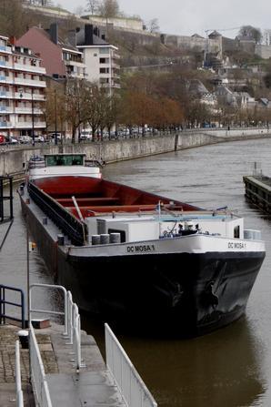 """AMORSITA, DC MOSA 1 et le plaisancier hollandais VADER KNIPMES vers Givet...   -  Le """"Loire Princesse"""" premier paquebot fluvial à aubes de CroisiEurope ...   ;)"""