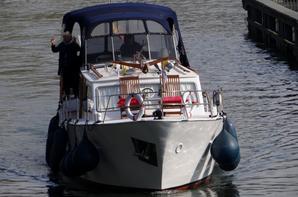 De 9h. à 18h. les dimanches d'avril... Première véritable journée pour la plaisance à l'entrée de la Haute-Meuse  ;)