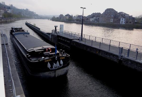Le dernier Petite Synthe (1962) HENDAYE (F) est à vendre...  Les FAY remontent sur NANCY pour charger de la soude à destination de Dombasle ( Cristallerie d'Arques).  Ils croiseront le MENTOR, de retour de Givet avec de la ferraille pour Kallo.