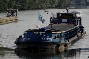Des équipages polonais, au départ de Cracovie (26/05), rejoignent Orléans (23/9) pour le Festival de Loire (+- 2700km-120 jrs) sur leurs embarcatiions en bois, WANDA & SOLNY.   ;)