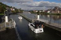 Le retour du NEBRASKA sur la Haute-Meuse avec un nouvelle génération à son bord ... ;)