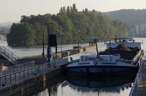 5260 tonnes (210 camions) de marchandises transportées (par 5 bateaux) sur la Haute-Meuse, ce 12 octobre 2015    ;)