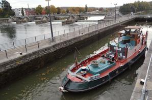 """PLANCEUS un """"klipper-logement"""" hollandais à destination de Mareuil sur Ay et SPES IV pour le retrait du batardeau Fabricom à Tailfer, parmi les 12 unités du jour."""