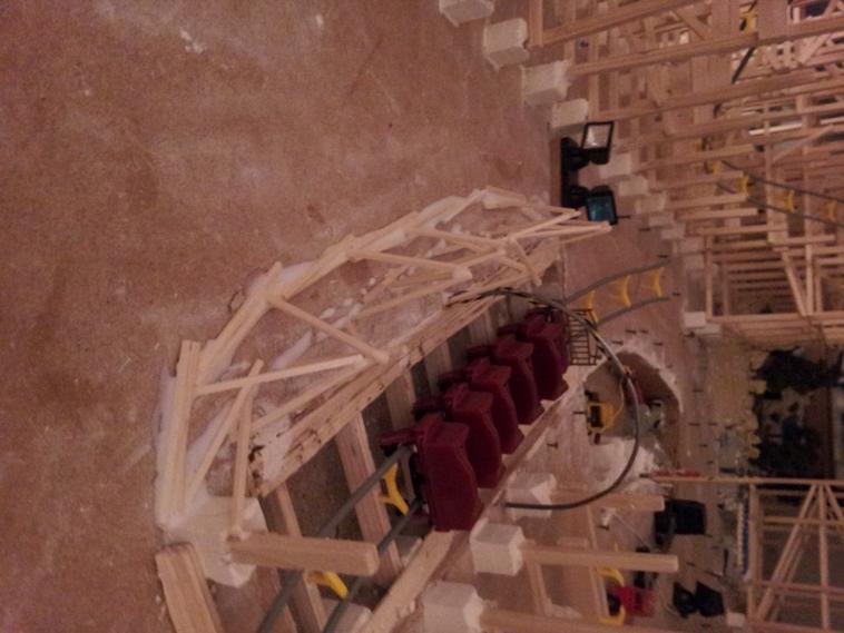 LE TUNNEL SOUS PYRAMIDE EN CONSTRUCTION