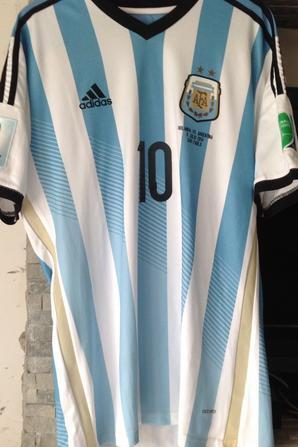 À VENDRE maillot de foot de l'ARGENTINE contre la HOLLANDE à la COUPE du MONDE 2014 (porté N°10 MESSI)