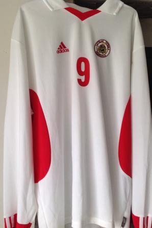 À VENDRE maillot de foot de la LITUANIE (porté N°9)