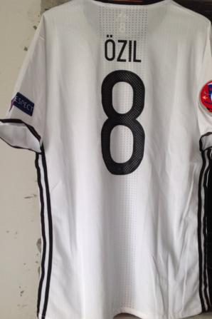 À VENDRE maillot de foot de l'ALLEMAGNE contre la FRANCE à l'EURO 2016 (porté N°8 ÖZIL)