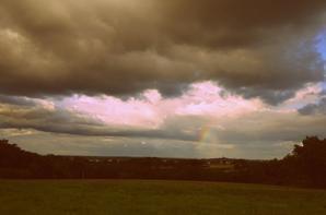 soleil et eau un petit aperçu d'un arc en ciel