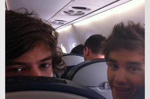 Les 1D passent une journée dans un avion avec des fans!
