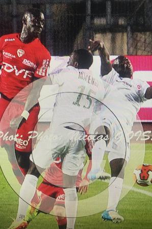 Photos de Terence Makengo lors du match Dijon Châteauroux du 06/05/2014