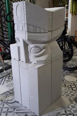 sculpture sur 12 blogs de béton cellulaire de 20x15x63