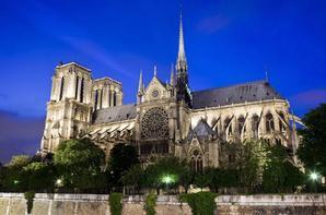 Le moment poignant où la flèche de Notre-Dame de Paris est tombée  Les images de la cathédrale en flammes sont saisissantes et plus particulièrement celles où l'on voit la flèche de l'édifice s'effondrer.