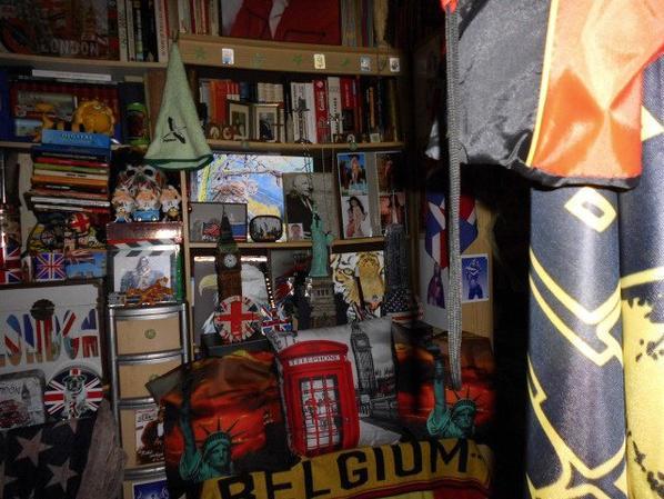 encore et tpujours ma chambre et bibliothéque........mais bientôt encore un peu de chngement dans ma biblio