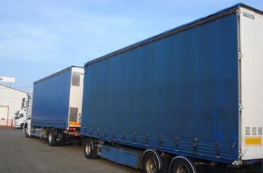 un camion remorque grand volume Renault Magnum