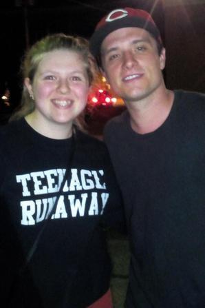 Josh w/ fans !