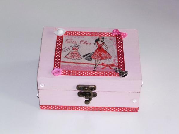 boîte a bijoux en bois très chic décorée en serviettage