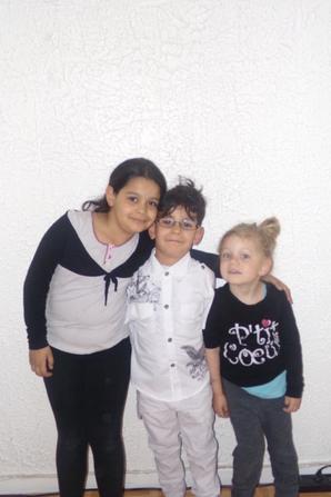 ilenzo avec sa cousine et cousin