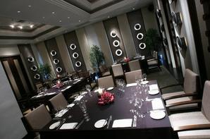 le restaurant,le bureau et les habilles du personnelles