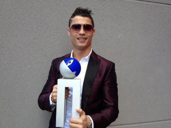 "Ronaldo reçoit le trophée"" Alfredo di Stefano "" !"