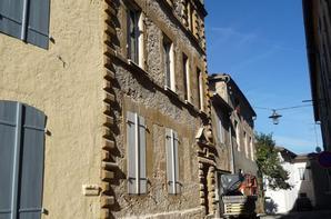 Restauration d'une façade a l'ancienne .