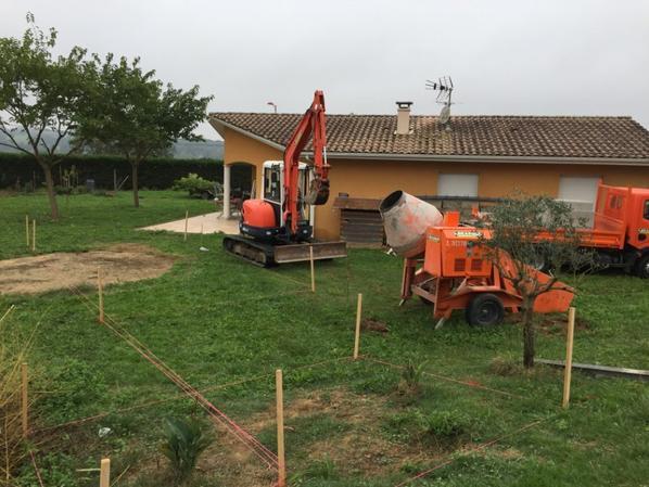 Implantation du bassin , mise en place du chantier .