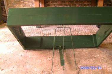 cage tombante passionn e de chasse a la hutte. Black Bedroom Furniture Sets. Home Design Ideas