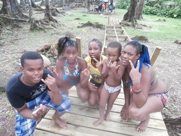 day a la rivière avec la famille