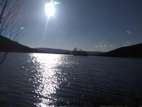 le Lac du Salagou et Filou....bonne soiree