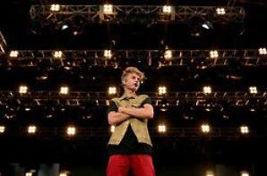 (more) Justin performing at MTV World Stage Live In Malaysia