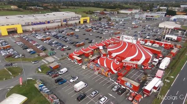 Le cirque Nicolas ZAVATTA de la famille DOUCHET à Cholet jusqua dimanche parking magasin Carrefour direction Angers