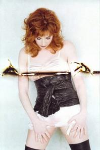 "Mylène Farmer : le best-of ""Plus grandir"" (1986-1996) sortira le 20 août"