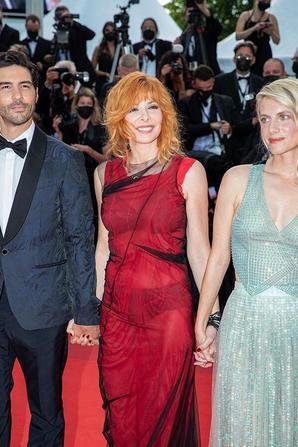 Mylène Farmer en soutien-gorge et culotte : elle se dévoile sous une robe transparente à Cannes