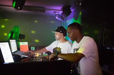DJ Superjam live in the club with Jack Frost on the mic