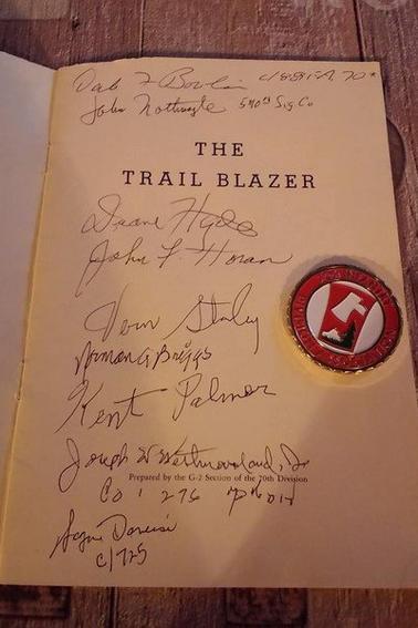 mon fascicule qui a ete signé tellement ému et comptent qui puisse donner des signature qu'il mon donné cette pièce a l'effigie de la 70th