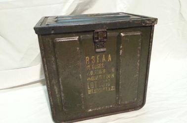 Container pour 12 fusée 155m et 204mm.