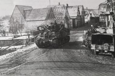 rue d'Ingwiller, à Rothbach  Ont peu apercevoir des Half-tracks et des chars US remonter cette rue