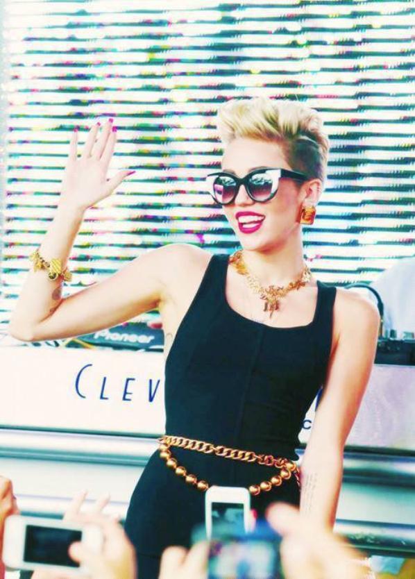 Miley, une artiste ! <3