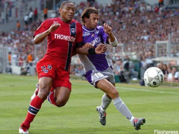 Photos du match TFC/PSG du 21/08/2004 avec ce modéle de maillot