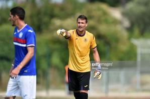 Photos de Mauro Goicochea avec ces gants aux mains