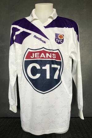 Deux maillots : même saison : 1997/1998