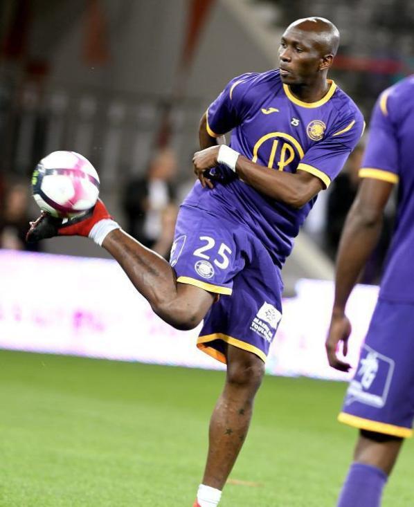 Photos de Stéphane Mbia durant la saison 2018/2019