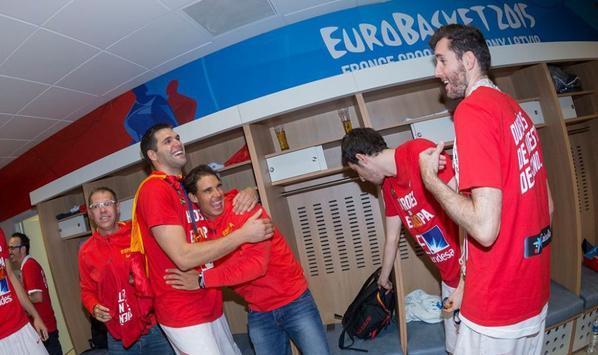 Rafa savoure la victoire avec l'equipe de basket, depuis les vestiaires !