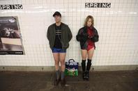 Un monde fou : Tenue vestimentaire