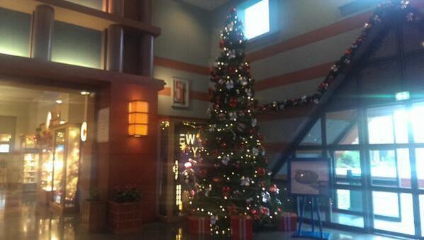 NOEL 2013: Les décorations continuent d\'arriver à l\'hôtel New York ...