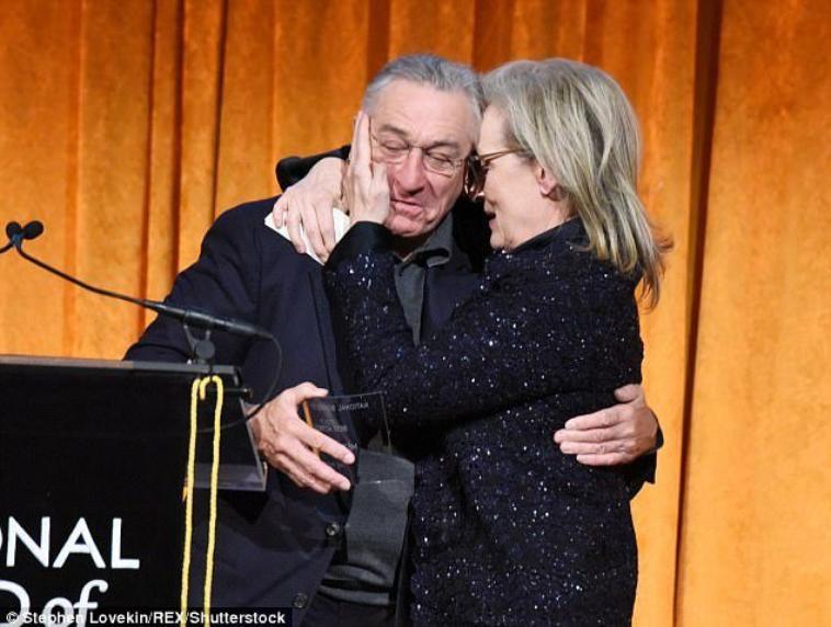 Robert de Niro appelle le président Trump «le branleur en chef», «le bébé en chef» et un «imbécile fou» dans une diatribe épique en remettant un prix à Meryl Streep